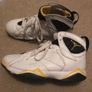 Jordan Shoes - Jordan's male size 9